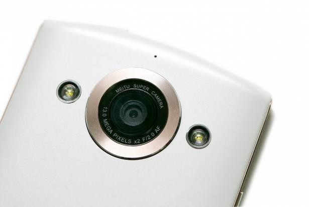 真正自拍神器手機版 - 美圖手機 2 開箱分享!雙 1300 萬相機