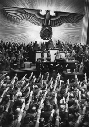 竟敢用納粹式敬禮做廣告?創意就在細節……