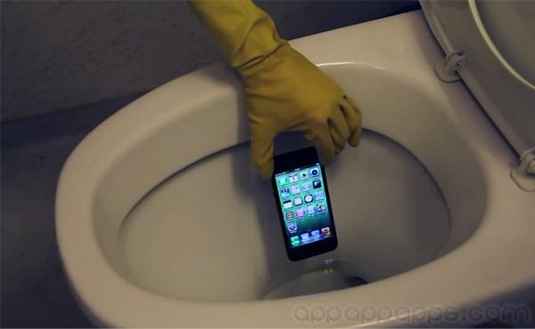 大陸兩人身亡, 就是為了拾回一部掉進廁所的手機