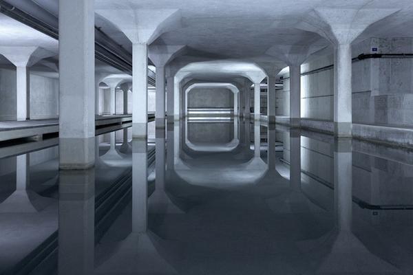 瑞士攝影師拍攝發電廠內部的宏偉與科幻