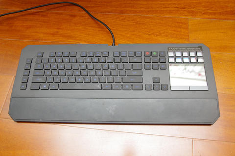 體驗 Switchblade UI 的獨特魅力, Razer DeathStalker Ultimate 鍵盤動手玩
