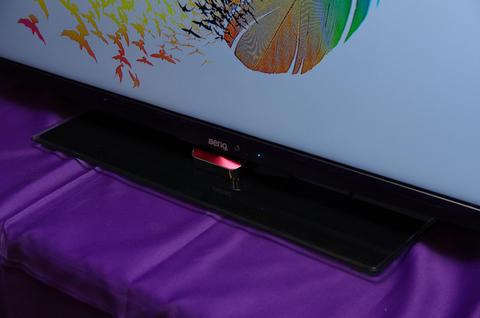 BenQ 推出極薄邊框的大尺寸 RV 系列黑湛屏液晶電視