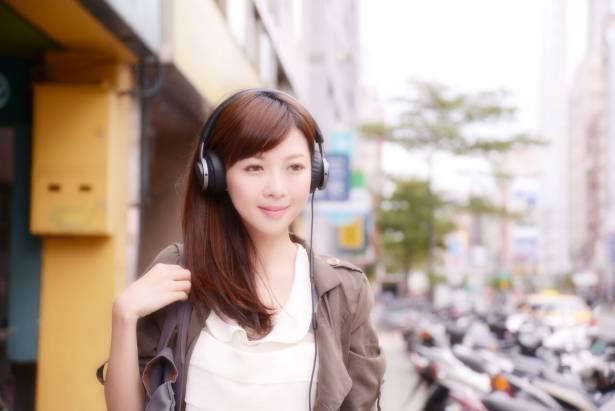 聲、色皆美,復古時尚的小耳罩耳機 Philips Fidelio M1