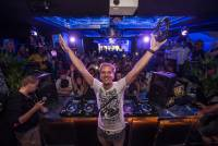 Philips 與 DJ Armin van Buuren 共同開發的專業 DJ 耳機 A5-PRO