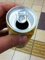 不用吸管喝到罐底玉米粒問題有解!神人說關鍵是……