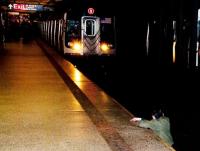 光攝影不救人,拍下男子被列車撞前一刻,紐約郵報引爭議