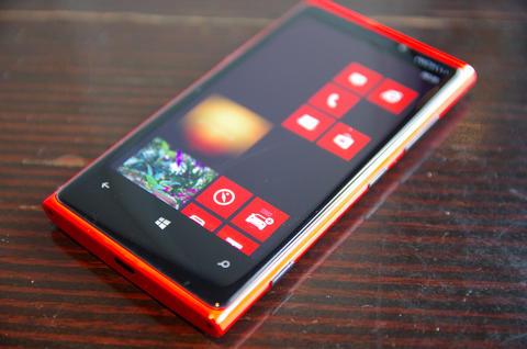 超強相機加 Qi 無線充電, Nokia Lumia 920 、 820 繽紛上市