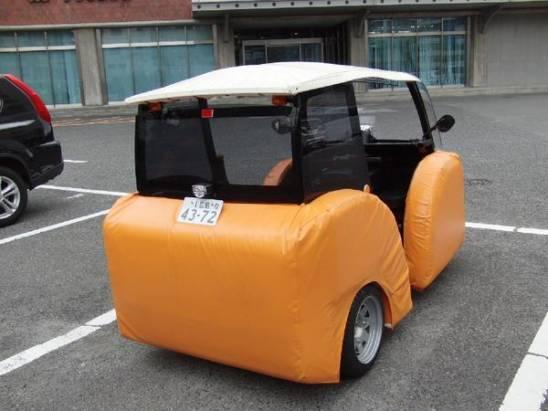 助跑姐、跳跳哥都拿你沒輒:前後都附有緩衝泡棉的電動車