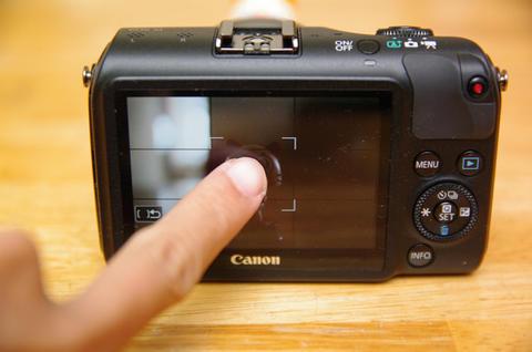 Canon 迷你單眼首部曲,  EOS M 動手玩