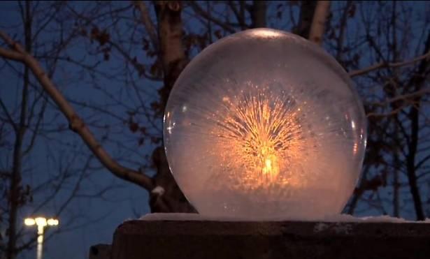 台灣絕對找不到的美景,雪地上的水晶冰球
