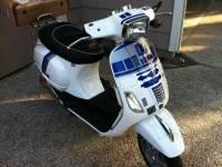 Vespa(偉士牌)機車R2-D2上身,意外搭配