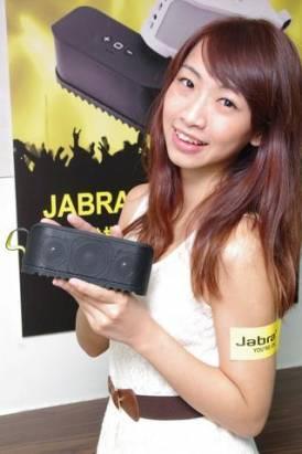 Jabra 推出標榜輕巧好攜帶的運動型行動音箱 SOLEMATE