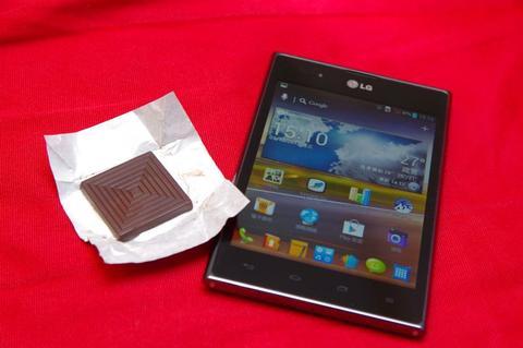 一手難以掌握的黑色巧克力, LG Optimus Vu 動手玩