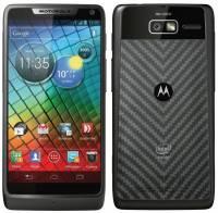 The Verge 網站以 Motorola 孿生機種比較 Intel Atom 與高通 S4