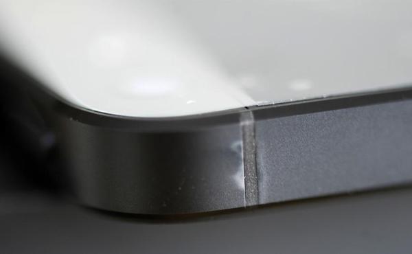 小心查看!! 新開箱iPhone 5竟然已被磨損和變色 [圖庫]