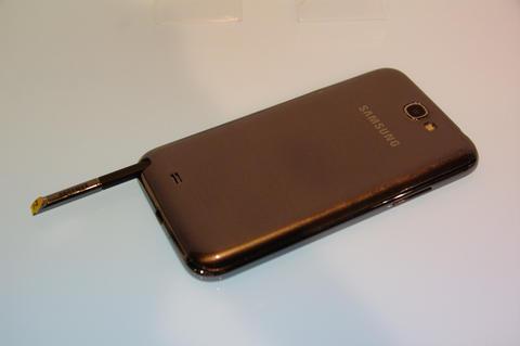 螢幕加大、硬體加強但握起來一樣舒適的 Galaxy Note 2 在台發表