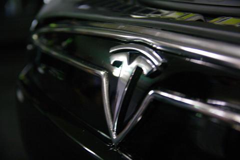 Tesla 將首度提供車載中控台 OTA 升級,會成為車用電子趨勢嗎?