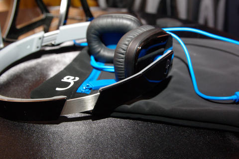 羅技 UE 不再只做耳道耳機,宣示也要進軍頭戴耳機以及行動音箱