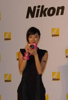 Nikon 1 J2 質感強化,新增多種創意濾鏡,同時加映小巧的 11-27.5mm 變焦鏡