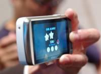 可 Line 來 Line 去 可玩生氣鳥的 Nikon S800c Android 相機在台亮相