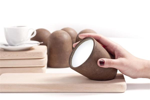 用咖啡渣做的燈,不用來一杯也能滿室清香