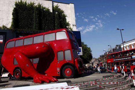 會做伏地挺身的雙層巴士