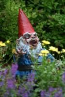 植物大戰殭屍的園藝版,膽小者勿入
