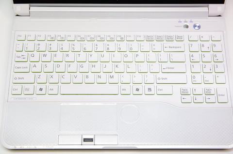 外粉內剛!富士通 LH772 日製筆電動手玩