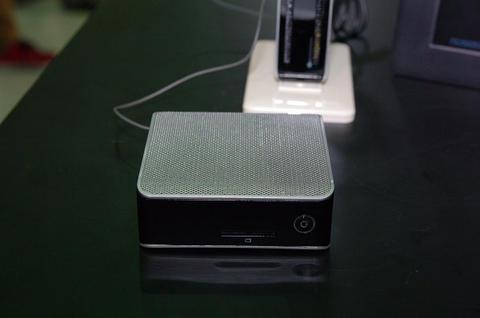 Computex 2012 : AMD 展台上長得像變壓器的趣味小主機 LifeBook