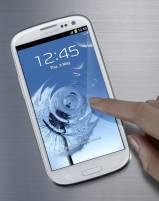 手機低頭族記事02:2012年新一代Android手機競爭態勢已成,硬體規格相近,外形以及附加功能成