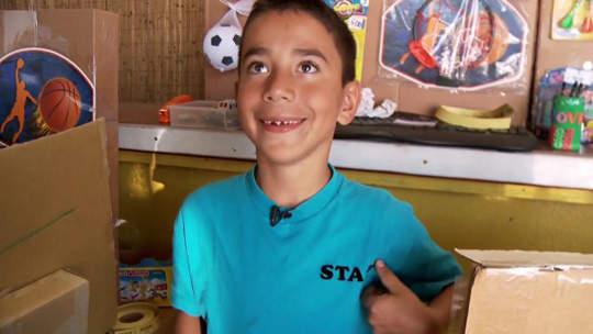 史上最猛家家酒!9歲男孩打造出自己的遊樂場