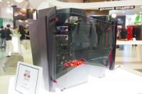 Computex 2014 :迎廣展出使用達兩米鋁板凹折而成的 S-Frame 開放式機箱