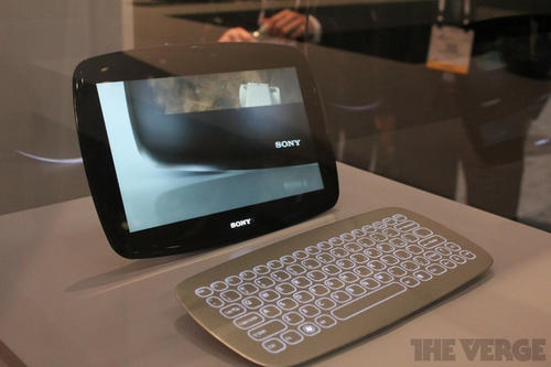 Sony在CES展上,秀出了兩款windows 8平板原型機