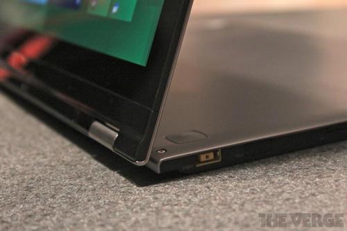 Lenovo IdeaPad Yoga:採用Windows 8,可以彎腰的筆電