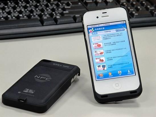 中華電、悠遊卡公司、萬事達卡與 NXP 合作,推出 PayPass 悠遊 NFC 背夾