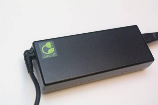 集富士通 30 年筆電技術大成的 Lifebook SH771 動手玩