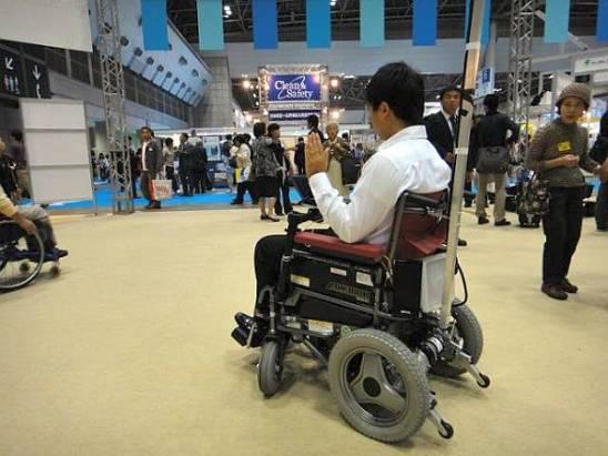 用表情控制的輪椅