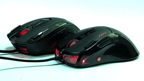 【分享】傳說…哈帝斯滑鼠H8和地獄火CM很像…來比較一下吧(外觀篇)