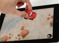 能與 iPad遊戲軟體結合互動的迪士尼玩具車