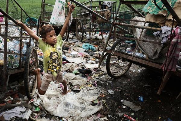 垃圾站中的兒童節