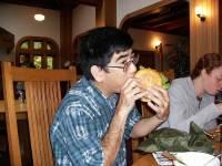 癮科學:「亞裔」美國人的認知不和諧靠嗑漢堡解決