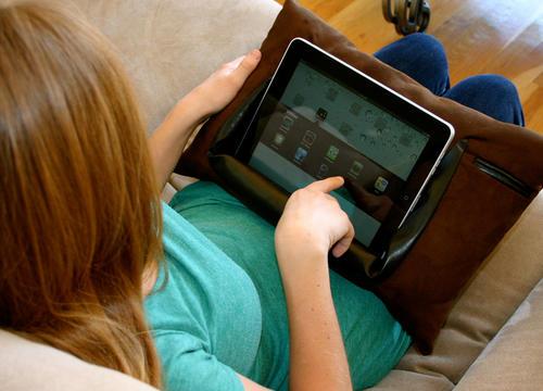 e抱枕,保護、使用iPad有趣又實用的解決方案