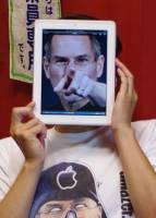 iPad女孩!?這也算是一種行動藝術了吧?