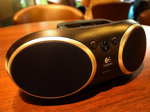 (心得)羅技S135i iPod擴充可攜式音箱