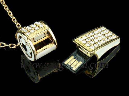 閃瞎人也沒在怕,金光閃閃哨子造型的USB隨身碟