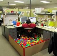 上班很悶嗎?那就出去玩吧!