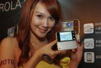 Motorola 將推出反轉式鍵盤智慧型手機 Backflip ME600