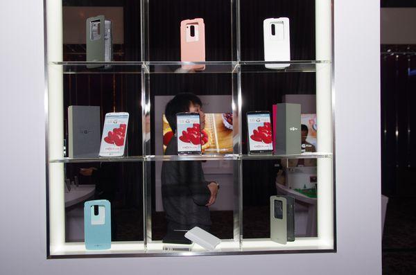 LG G Pro 2 正式在台發表,主打 Knock Code 敲擊密碼