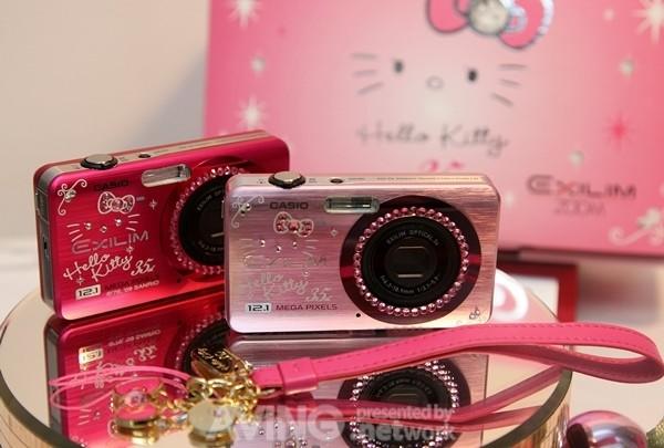 閃個不停!3C 界用水鑽和粉晶恭迎 Hello Kitty 35 週年~