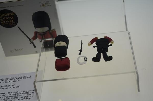 Computex 2014:讓隨身碟變成更為耐玩的玩具,DIY皇家衛兵隨身碟